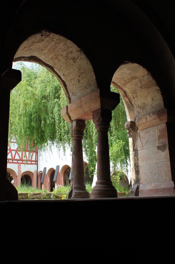 Kloster Eberbach - Blick in den Kreuzgang (aus dem Kapitelsaal)