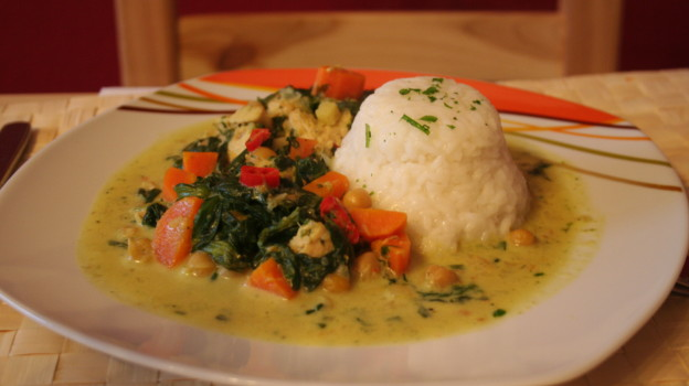 Kichererbsen mit Blattspinat in Kokos-Curry-Sauce