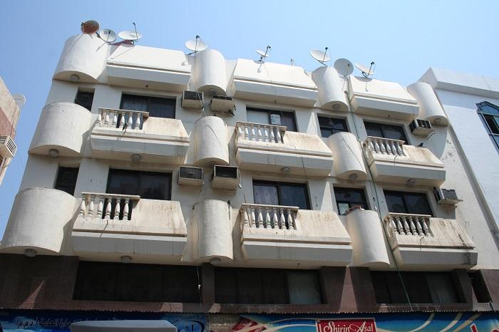 Wohnidylle sieht anders aus, aber nicht jeder kann sich Einzelapartments ab 90.000 Dirham Miete leisten.