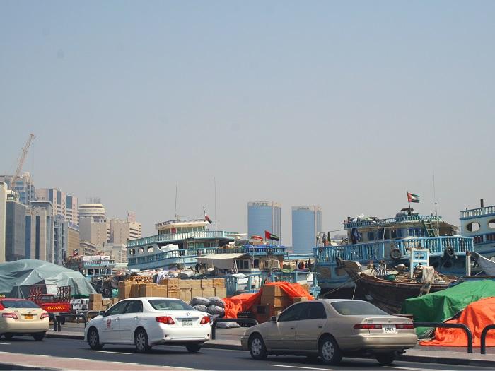 Typische Dau (Schiffe zum Warentransport). Kaum zu glauben, dass die Kähne sogar bis Südindien fahren.