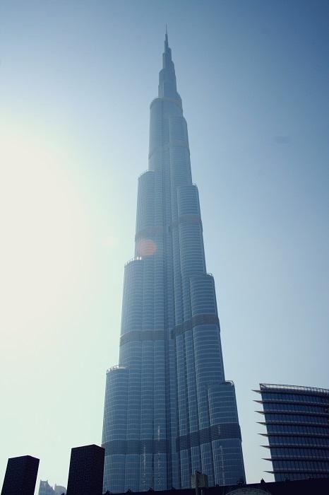 Der Burj Khalifa - Seine Höhe ist unglaublich. Selbst, wenn man davor steht.