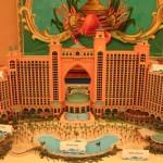 Im Westturm fanden wir dieses Modell vom Hotel. Auf mindestens der gleichen Fläche schließt sich rechts noch der Wasserpark an.