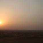 Wüste Dubais im Sonnenuntergang. Herrliche Stille - wenn das Gegacker der Mitfahrerinnen nicht gewesen wäre...