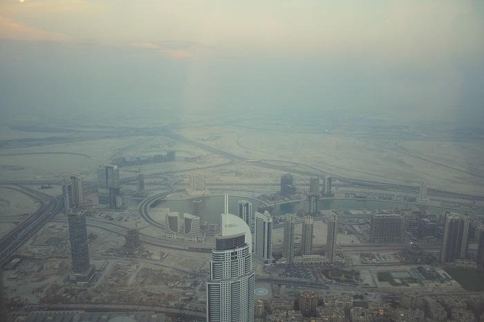 Vom Burj sieht man auch endlich mal die Wüste ganz gut, auch wenn dort in ein paar Jahren gewiss etwas stehen wird.