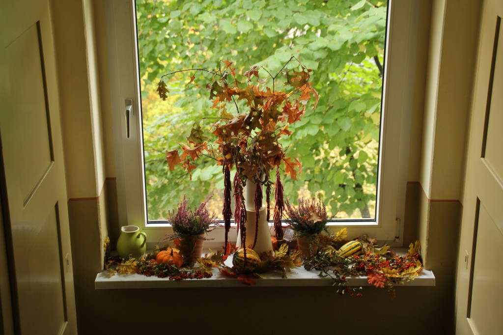 Fenstergestaltung im Herbst