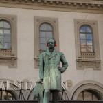 Stockholm - Hauptbahnhof - Statue und Lärmschutz