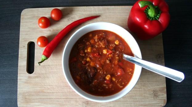 Chili Con Carne mit Hackfleisch und Schinken