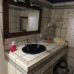 Das Gästebad im Erdgeschoss mit WC und Dusche.