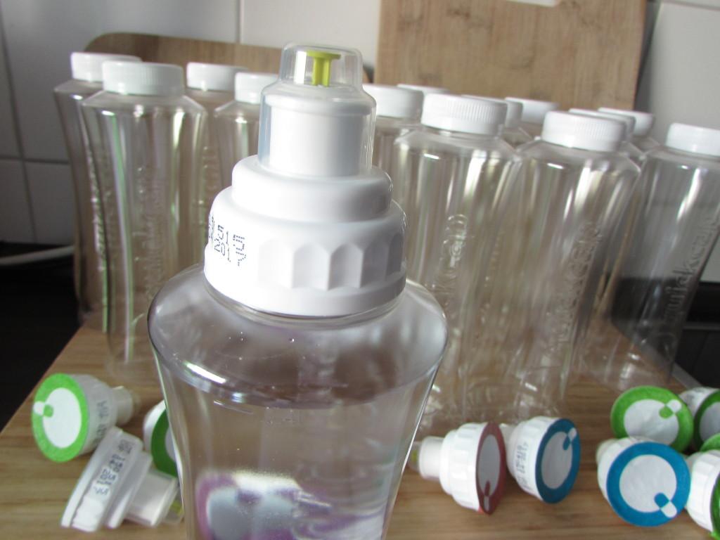 3. Quickcap fest auf den Flaschenhals drehen.